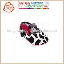Zapatos de lujo de los bebés Zapatos baratos estupendos del verano