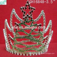 Estrellas en la hermosa corona del árbol de Navidad, cinco estrellas corona