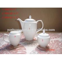 Pot de thé en céramique en porcelaine blanche avec pot de lait de sucre