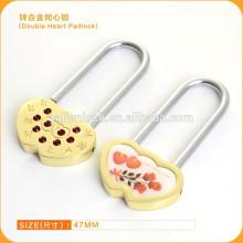 Longa cadeia de liga de zinco desejam cadeados de coração duplo