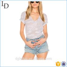 2017 venta al por mayor de diseño de moda de impresión personalizada 100% algodón v cuello mujeres llanura camiseta