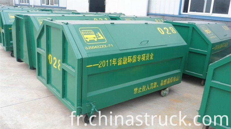 Hooklift garbage container
