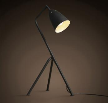 Modern metallic lampshades painting tripod table lamp