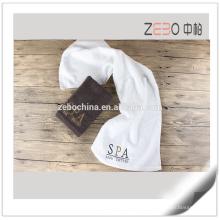Tela tejida plana barata 32s con la toalla de cara del cuarto de baño del logotipo del bordado