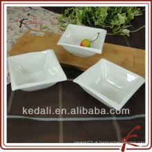 Novo atacado cerâmica branca cerâmica jantar conjunto molho prato com bambu