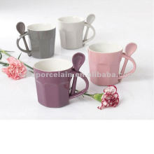 Taza cerámica de 300 ml con tiras cóncavas con cuchara para BS12047