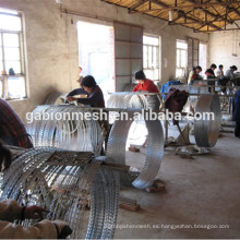 Tratamiento superficial galvanizado y tipo de malla de alambre de púas precio bajo concertina navaja alambre de púas