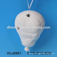 La vente en gros de la céramique en porcelaine blanche suspendue à la lanterne de Noël avec motif de rennes