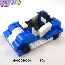 Los niños juegan juegos de construcción de construcción de plástico juguetes de bloque