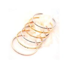 Brazalete de empaquetado de joyería Brazalete estampado de brazalete de acero inoxidable para mujer