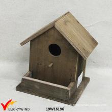 Casa de madera hecha a mano del jardín