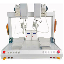 Automatisches Löten von USB-Steckern Maschinelles Roboterdrahtschweißen