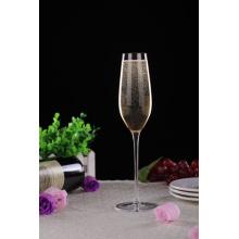 Membersihkan kaca Champagne-plumbum