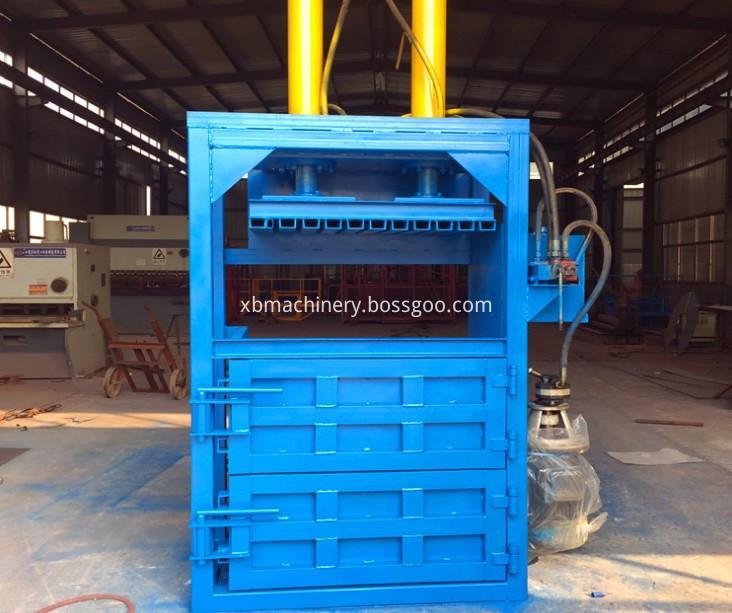 Fiber material baling machine