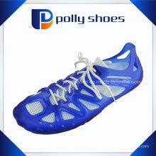 Dernières chaussures de conception, réparer des matériaux pour fabriquer des sandales