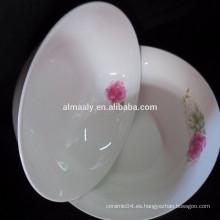 cuenco de fideos de cerámica blanca con calcomanías