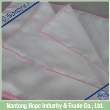 Blanco con pañuelo de lino laminado en color dobladillo