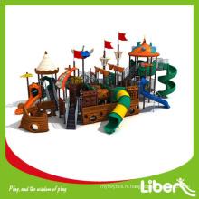 Parc d'attractions commerciales Pirateship Grand terrain de jeux extérieur, toboggans en plastique extérieurs grand pirates