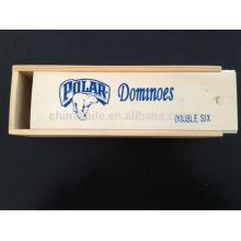 Logo Domino define com caixa de madeira