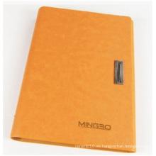 Cuaderno de tapa dura naranja para anuncios. Cuaderno de arte con cerradura