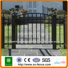 porta do portão de ferro forjado revestido de pvc