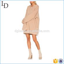 Lange Hoodies des Soem-Fabrikpullovers mit Bügeln schildern Dame Hoodieskleid
