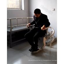 лестничный подъемник наклонный инвалидная коляска лифт человек поднимает людей