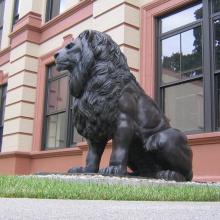 Paire de porte d'entrée antique de statues de bronze lion en plein air italien animal pas cher