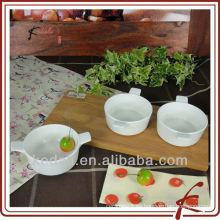 Cerámica blanca que sirve platos