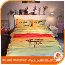 Forneça impressões bonitas com folhas de letras para cama