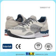 Мягкий мужской текстильной подкладкой работает спортивная обувь