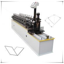Plafond en forme de L formant la machine / Machine en forme de V