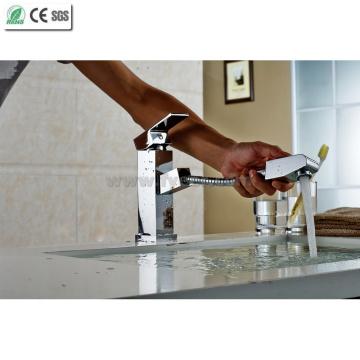 Robinet d'évier de cuisine à pulvériser en laiton carré (Q13004)