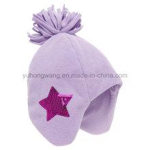 Chapeau / casquette en molleton polaire en hiver à la mode avec boule à tricoter