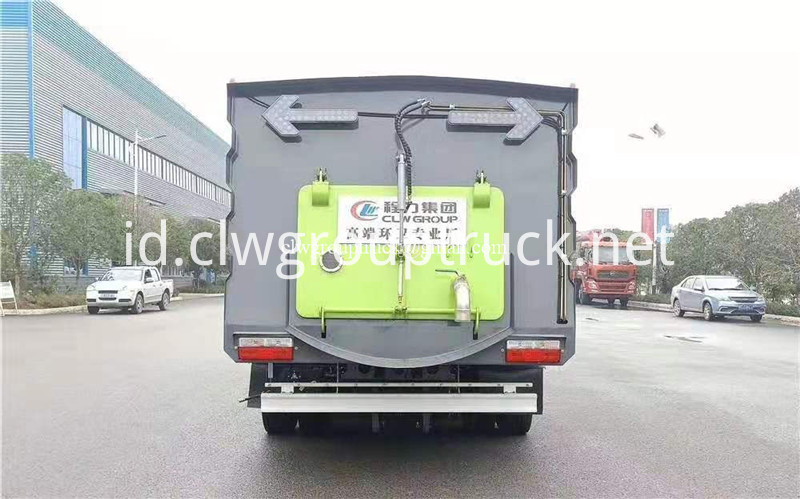 Road Sweeper Truck 7