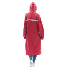 Capa de chuva longa de manto duplo de tecido