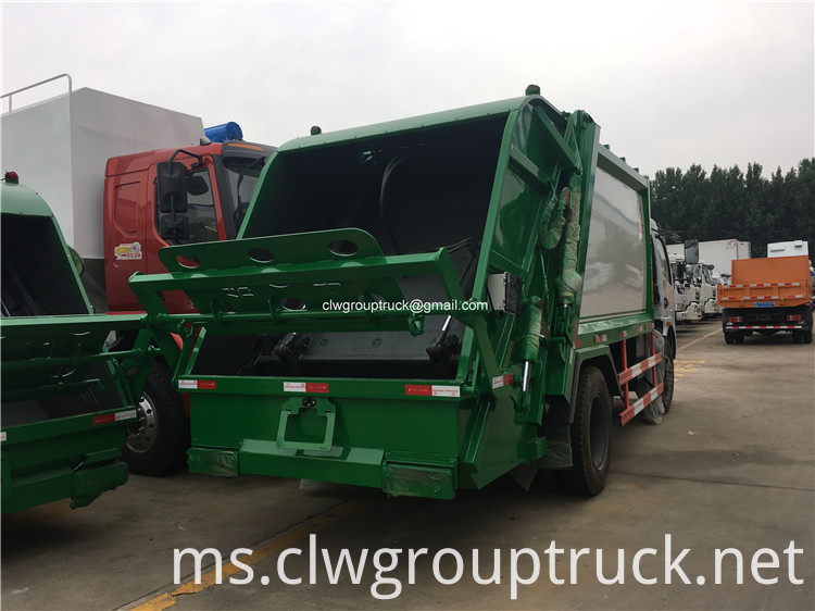 Garbage Collector Truck5