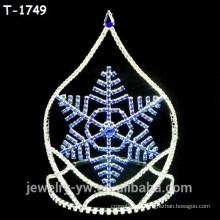 Coronas de desfile de Navidad de moda con copo de nieve azul centro
