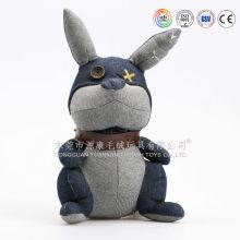 Conejito de pascua de juguete de peluche negro conejito