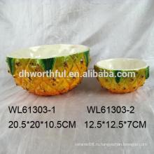Реалистичная керамическая миска салата из ананаса