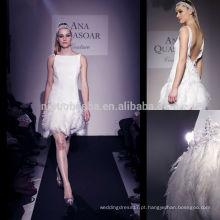 Sexy 2014 Bateau Neck Low Backless Mini vestido de noiva curto com penas Vestido de noiva com bainha de cetim de cristal Alta costura NB0761