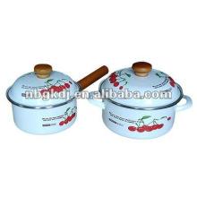 pote de cozinha de esmalte com botão de madeira e design completo