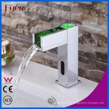 Fyeer Bathroom Waterfall Basin Tap Sensor automático Faucet con LED (QH0155F)