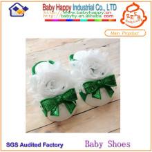 Nuevos cequis del estilo y zapatos de bebé de la flor del cordón adorno