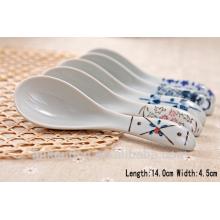 SP1532 Cucharones de cerámica blanca Haonai, cuchara de medición de cerámica, cuchara de cerámica con orificio