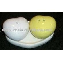 Recipiente de sal y pimienta de cerámica en forma de corazón JX-SP514