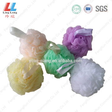 Wavy mesh graceful sponge ball