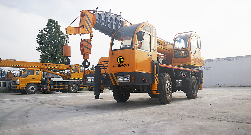 Flexible and Precise Truck Crane