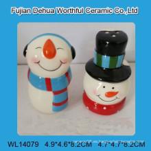 Coctelera de cerámica encantadora de la sal y de la pimienta del muñeco de nieve