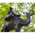 bronze arabe sur chameau avec des chiens sculpture
